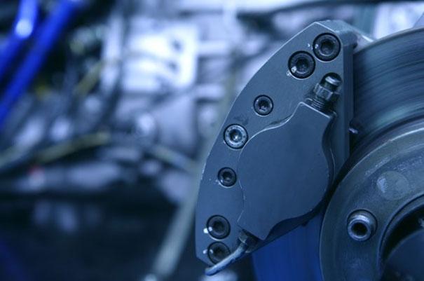 Istota działania hamulców hydraulicznych w samochodzie